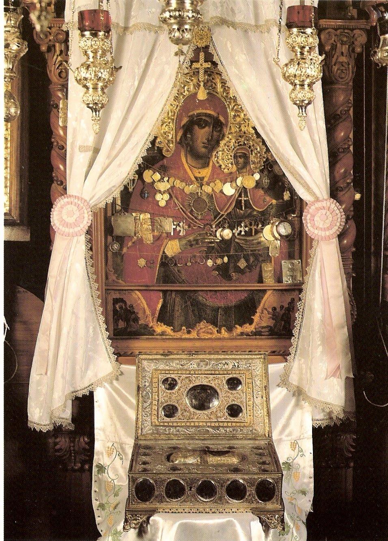 Annas vänstra fot. Reliken vilar i hl. Annas skete på berget Athos. Bild från Mystagogy.